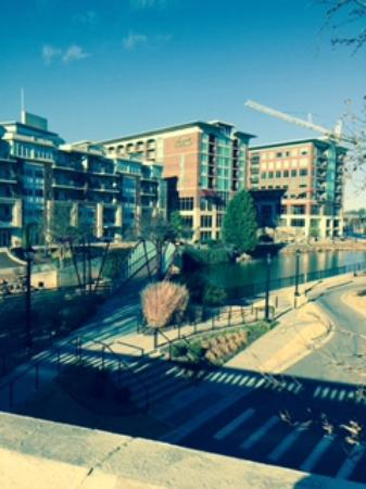 Hampton Inn & Suites Greenville - Downtown - Riverplace: Great location at Riverplace, short walk downtown