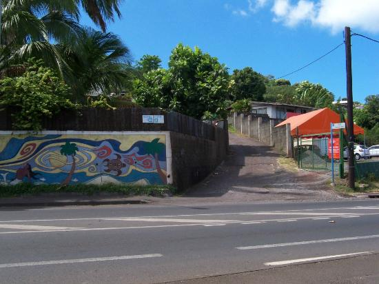 Tahiti Airport Motel: After you cross the road go up this driveway on the right