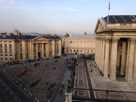 Hotel les Dames du Panthéon : This is the view from our 6th floor room's window