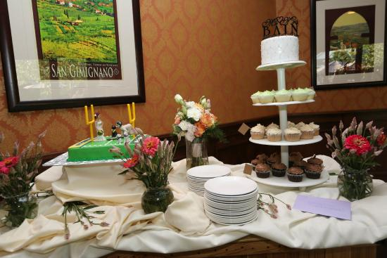 Bella Fortuna The Cake Table
