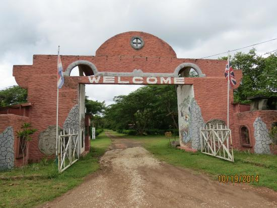 Monkey Park: entrance to park