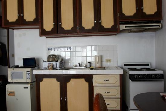 VIP Guest Hotel: 部屋(312号室)に付いていたキッチン.