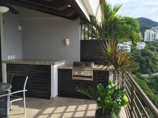 Resorts by Pinnacle 180 : Outside grill and washer/dryer.