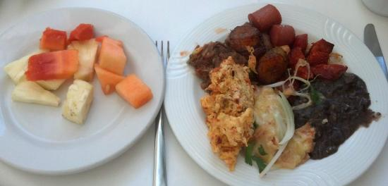 Suites Colonial: Buffet breakfast included at Casa Mexicana, sister hotel.