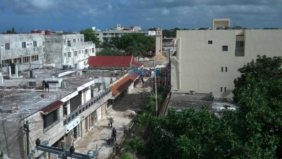 Suites Colonial: West rooftop view toward San Miguel town center.