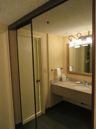 Red Lion Hotel Vancouver at the Quay: Dressing area