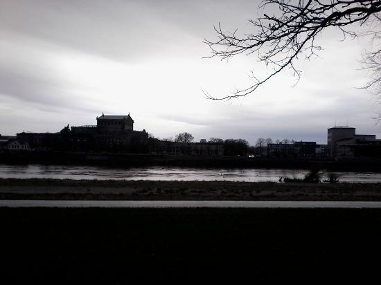 Elbufer Dresden : Margem do rio Elba próximo à ponte Augustusbrücke