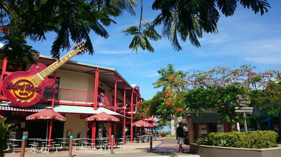 Port Denarau Marina: in the Mall