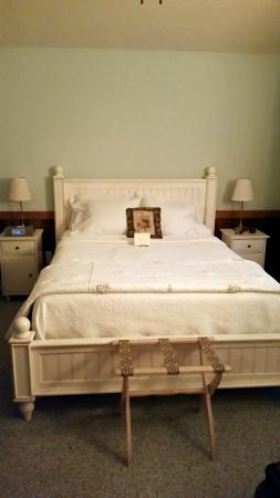 Cottages at Chesley Creek Farm: Bedroom at the Ridge