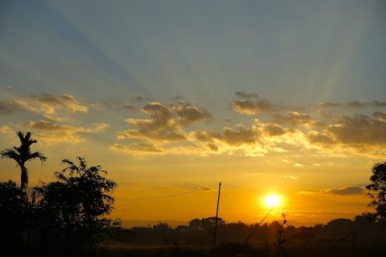 Baan Klang Tong: 神々しい朝陽