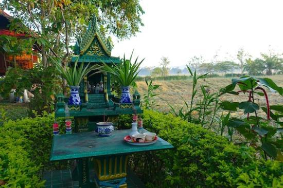 Baan Klang Tong: 敷地内にある祠(ほこら)