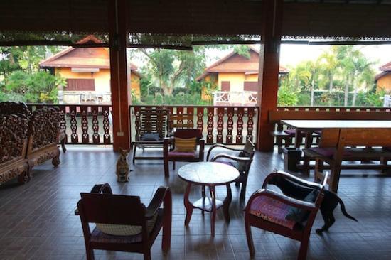 Baan Klang Tong: 美味しい朝食はこの東屋で