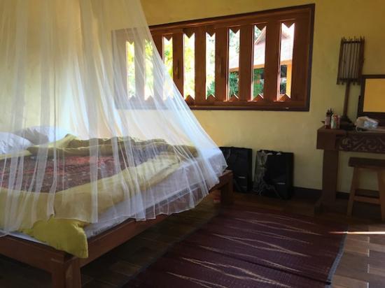 Baan Klang Tong: 綺麗にお掃除された客室
