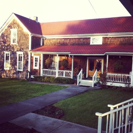 Twin Gables Inn: Main house