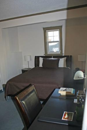 Buchan Hotel: bed and desk (and small window over bed)
