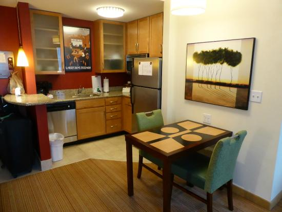 Residence Inn Birmingham Downtown at UAB: The kitchen