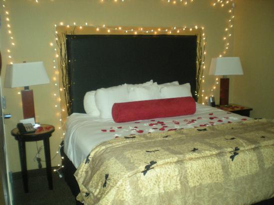 Cambria hotel & suites: Engagement Room Decore