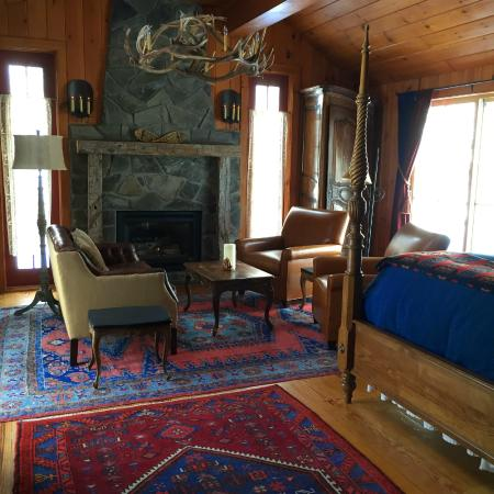 WhistleWood Farm Bed and Breakfast: The Northwind Room
