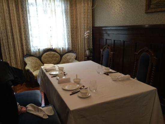 Fu 1088: Table for four.