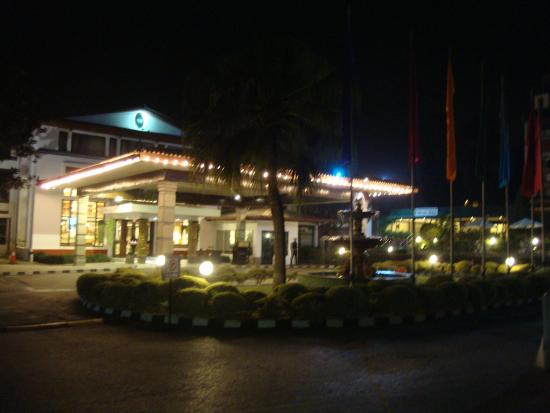 Hotel Annapurna : Annapurna at night