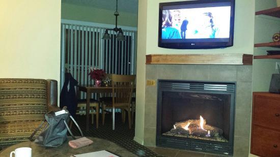 WorldMark Bass Lake: 2 separate  TV 'so kitchen  dining area