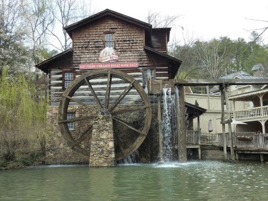 Water Wheel Picture Of Dollywood Pigeon Forge Tripadvisor