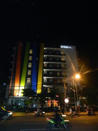 Amaris Hotel Embong Malang - Surabaya : tampak depan