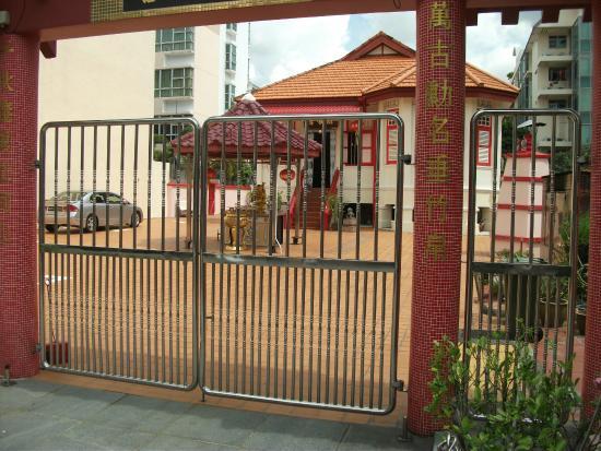 Hotel 81 - Sakura: Temple on Joo Chiat Road.