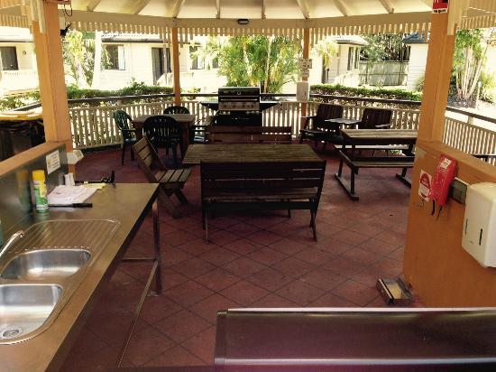 Byron Sunseeker Motel Byron Bay: Sunseeker Motel BBQ Area