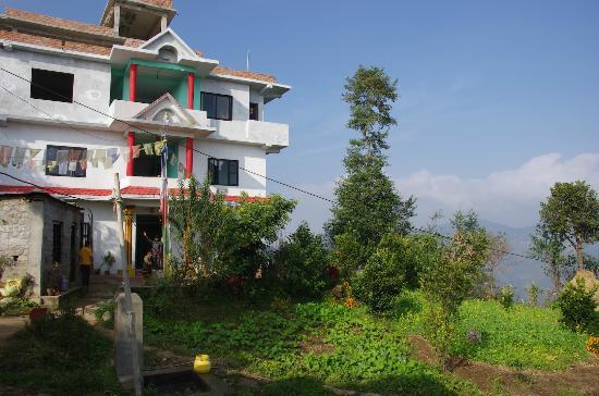 Tashi Delek Guest Lodge : Il Lodge lato ingresso