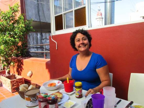 Terrazas Estoril: Café da manhã incrementado por mim com Toddy e Mamão
