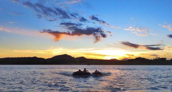 Cairns Wakeboarding: Lake Tinaroo
