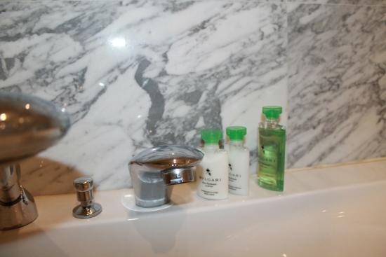 Boutique Saint Sophia Hotel : luxurious toiletries