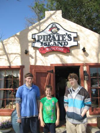 Pirate's Island Adventure Golf: At the entry