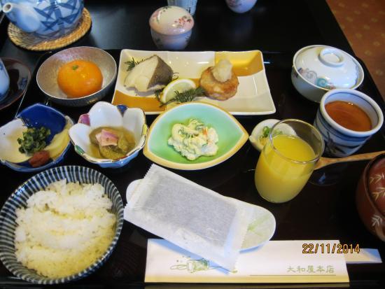 Dogo Onsen Yamatoya Honten: Japanese breakfast