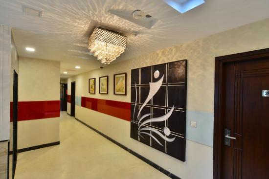 AT Residency Hotel: Lobby