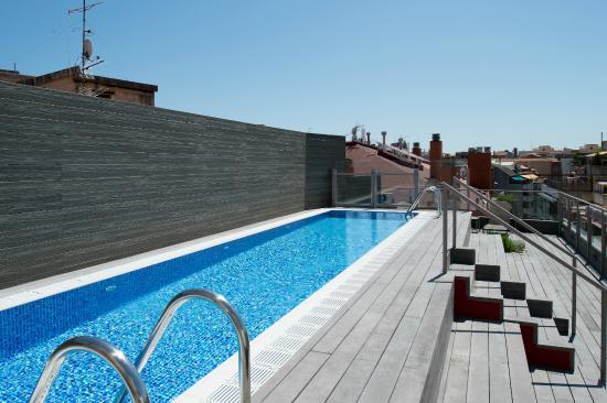 piscina bild fr n hotel catalonia barcelona 505 barcelona tripadvisor. Black Bedroom Furniture Sets. Home Design Ideas