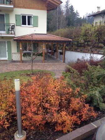 Villa Belfiore: Vista dal parcheggio adiacente all'ingresso.