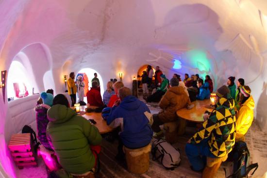 Schneedorf: Hauptiglu bei Begrüßung