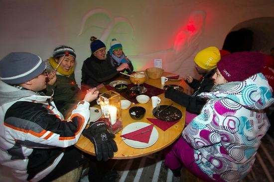 Schneedorf: Abendessen