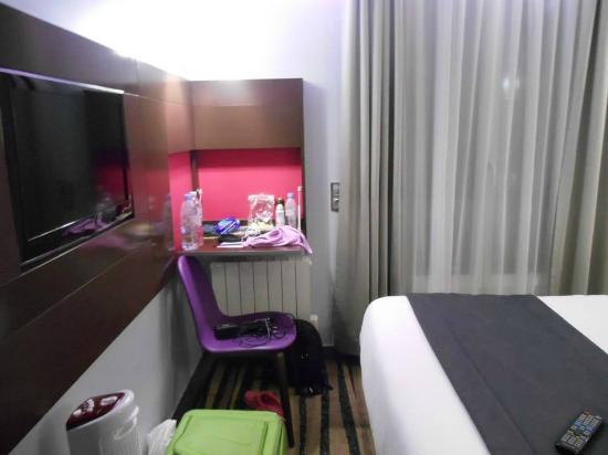 Hotel Lumieres Montmartre Paris: stanza