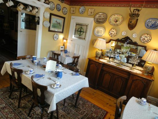 Glenkeen House: living room
