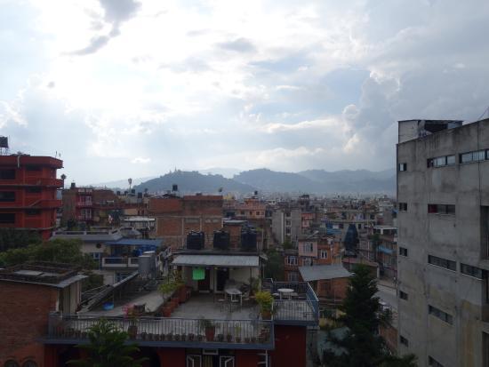 Kathmandu Peace Guest House: La vue depuis le rooftop