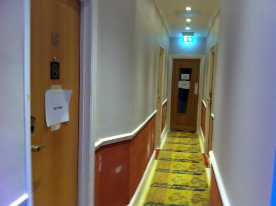 Best Western Chiswick Palace & Suites: New Paint