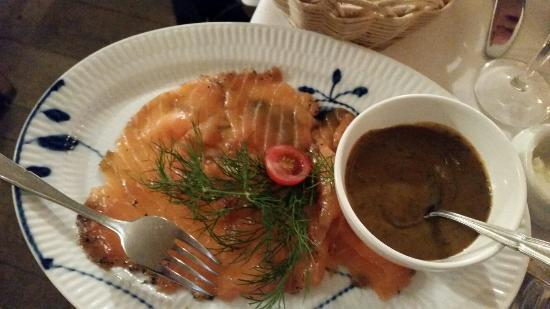 Restaurant Amalie: Røkt laks m sennepsaus