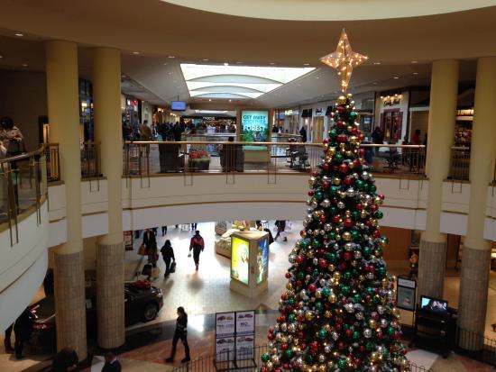 Livingston Mall - Christmas tree
