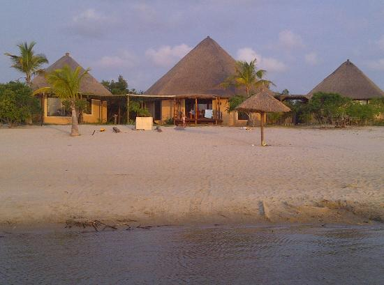 Lagoa Poelela Resort : House on the beach