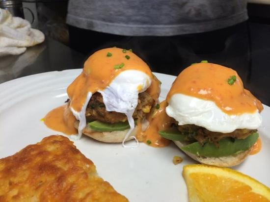 Hiawatha Restaurant & Lounge : Sunday Funday Breakfast Specials
