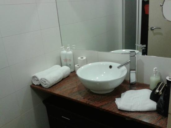 Barcelona City Apartment: Bathroom