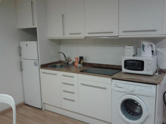 Barcelona City Apartment: Kitchen area